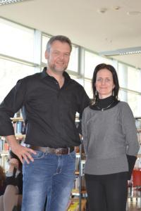 rechts Schulbibliothekarin Dr. Sonja Gschnitzer